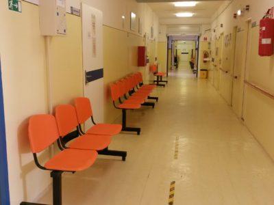 Nové lavice pre pacientov